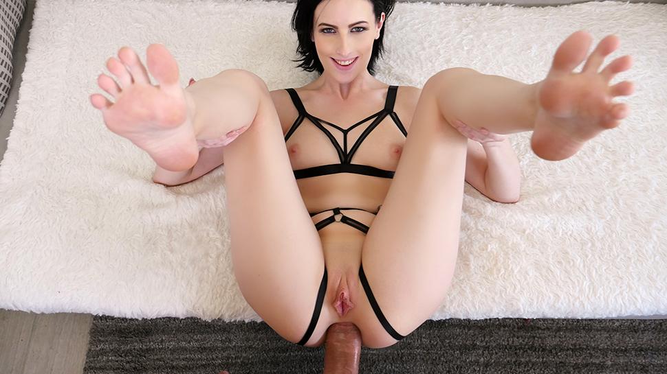 Die Schlampe steht auf Anal Sex mit dem Mega Pimmel